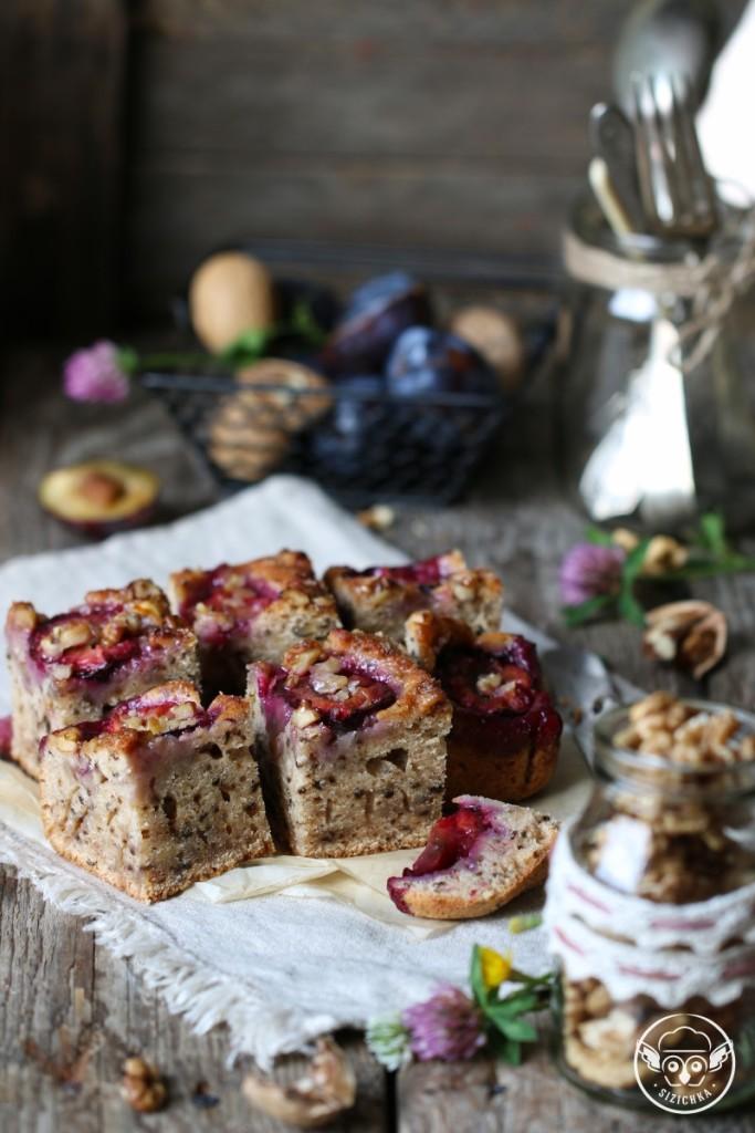 Сливовый пирог с грецкими орехами на растительном масле