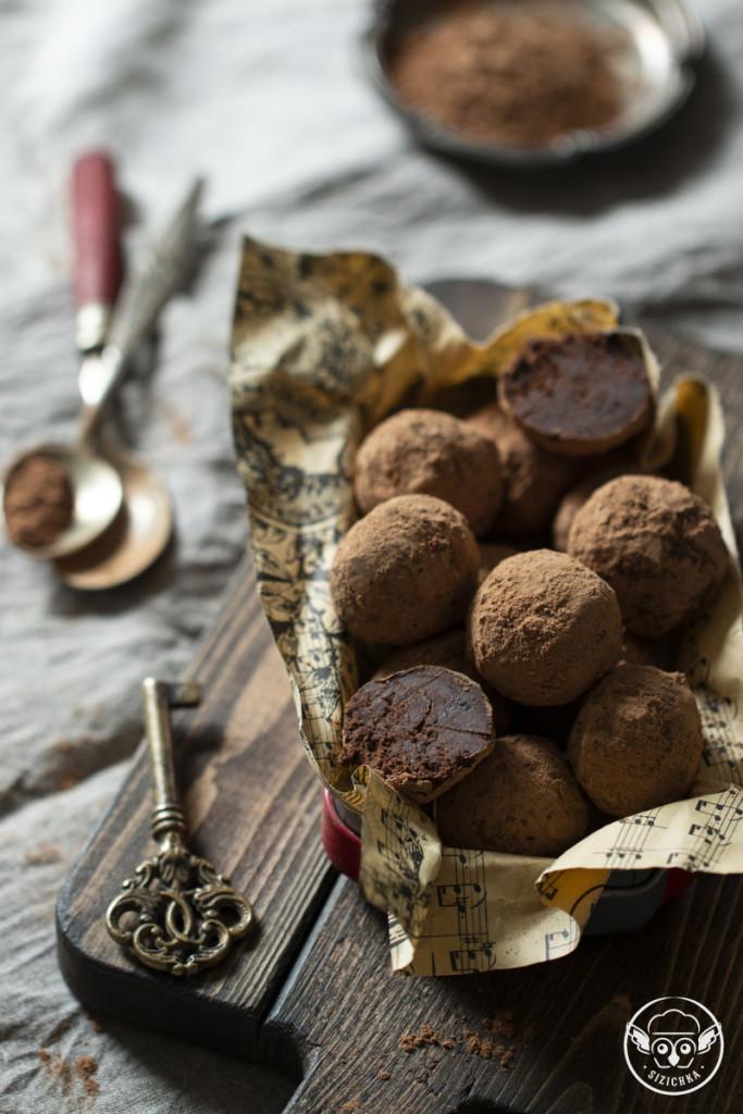 Трюфели с черносливом и ликером Cointreau